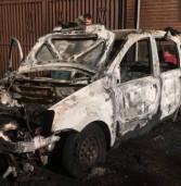 Monteporzio, auto va a fuoco e le fiamme danneggiano tubo del gas metano