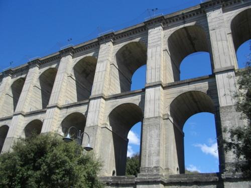 Ariccia, avvocatessa si lancia dal ponte monumentale