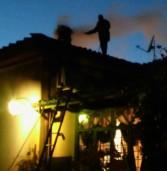 Rocca di Papa, gli agenti della Polizia Locale spengono l'incendio di una canna fumaria