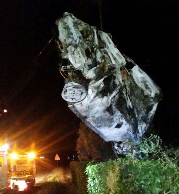 Auto a Fuoco dopo incidente stradale ai 5 archi