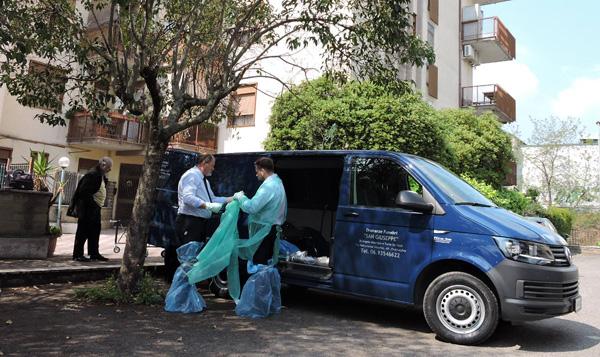 Tragedia a Ciampino: scivola nella vasca da bagno e muore annegata