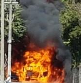 Ariccia, a fuoco un'autocisterna in via Ginestreto