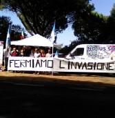 Sit-in di Fratelli d'Italia davanti a Mondo Migliore