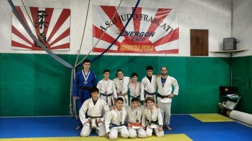 alcuni-dei-medagliati-di-foligno-e-flavio-favorini-judo-frascati