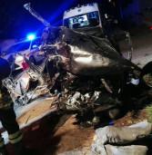 Auto si ribalta e prende fuoco, in trappola anche due bambine e la loro madre incinta di due mesi
