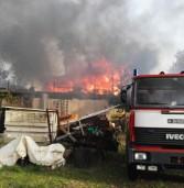 Lanuvio: in fiamme villetta di legno, ferito un 17enne
