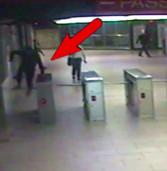 Massacrarono di botte un coetaneo nella metro