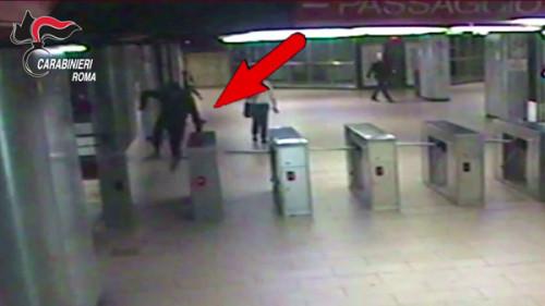 Ragazzo aggredito nella metro a Roma, 8 minorenni allarrestati