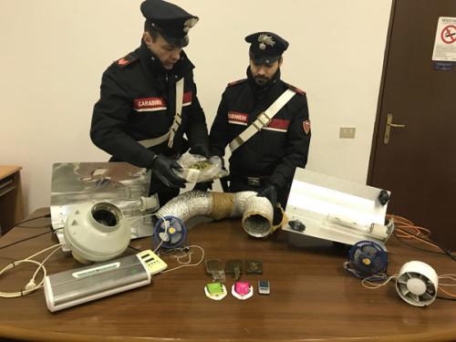 castel-gandolfo-carabinieri-con-la-droga-sequestrata-2
