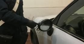 Beccati a truffare con la scusa dello specchietto rotto, offrono soldi ai Carabinieri