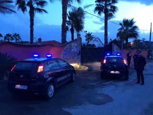 Passaggi di proprietà ottenuti con minacce e violenza. In carcere 3 Casamonica