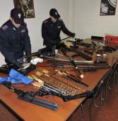 Albano, 57enne aggredisce poliziotti con arco e frecce