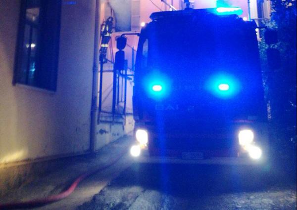 Incendio in una palazzina ad Albano Lazio: all'interno c'è un corpo carbonizzato