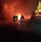 Pomezia, distrutto da un incendio un capannone
