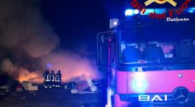 Pomezia, distrutto da un incendio un archivio per documenti di grosse aziende