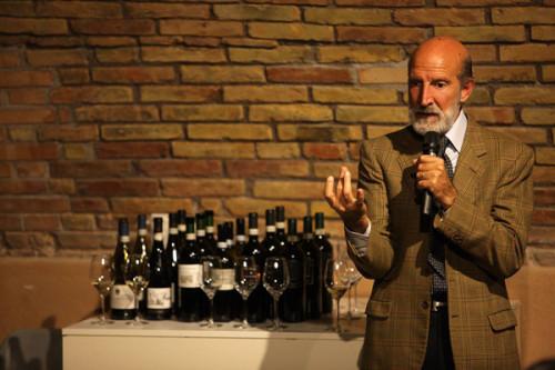 Luca Maroni durante una delle numerose degustazioni