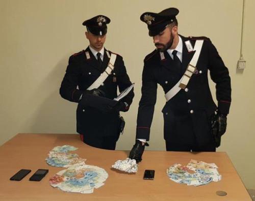 pomezia-la-droga-e-il-denaro-sequestrati-dai-carabinieri-2