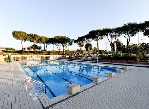 new-country-piscina-scoperta