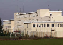 Carcere di Velletri, detenuto tenta il suicidio dandosi fuoco