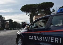 Roma, cerca di scappare con la figlia dall'ex violento, ma viene picchiata in strada